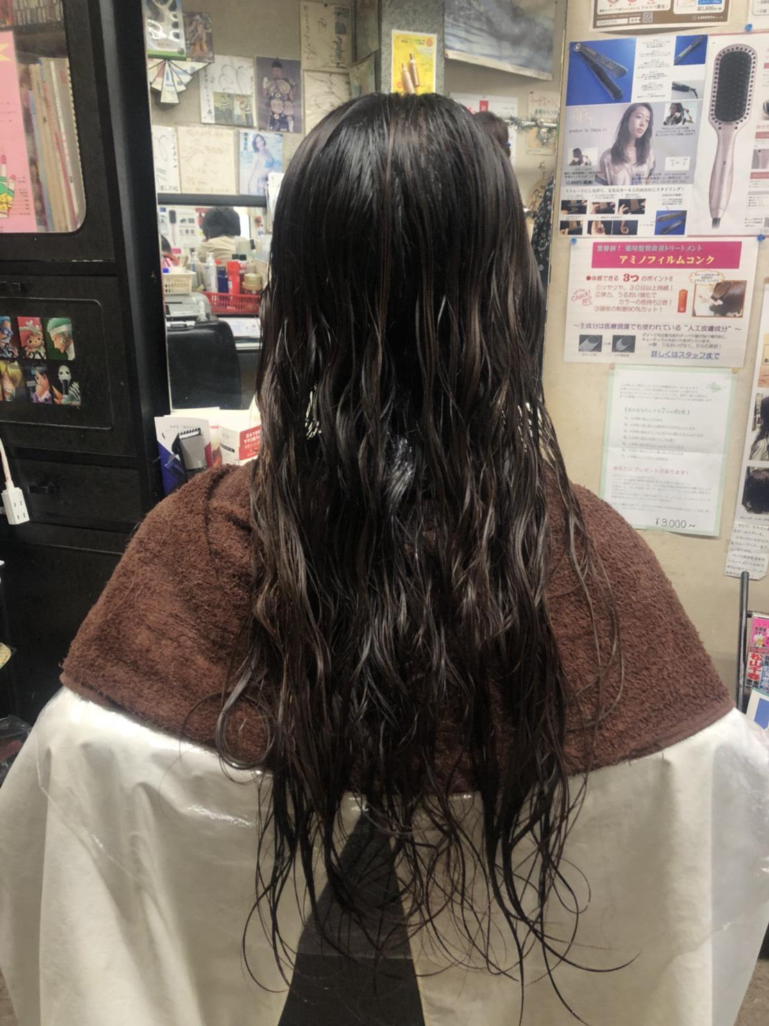 マレーア・レナータ縮毛矯正&カール:ビフォー